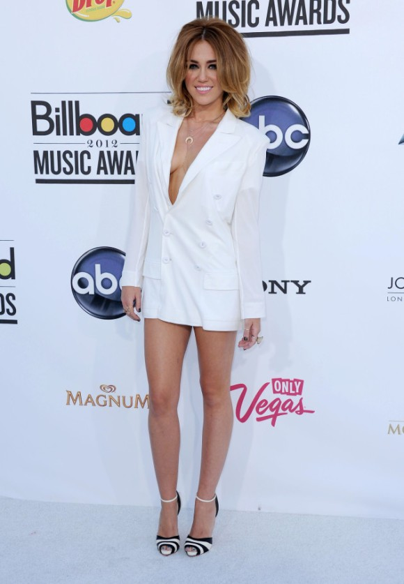 miley-cyrus-fashion-white-dress