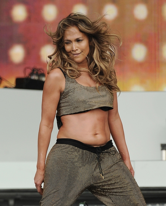 jennifer-lopez-abs-performance