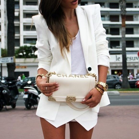 white-skort-how-to-wear-white-chanel-bag