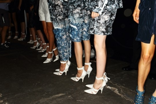 runway-fashion-trend-2013-2014-point-toe-white-pumps