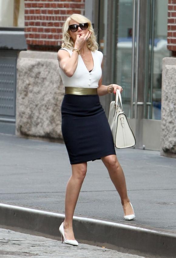 point-toe-white-pumps-white-heels