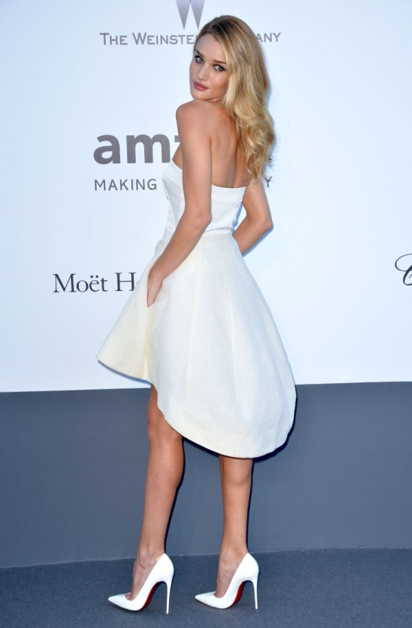 point-toe-white-pumps-trend-rosie-huntington-whitely
