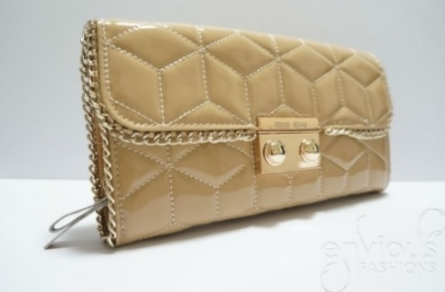 nude-patent-clutch-envious-fashions